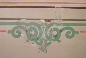 Gammel dekor ble ofte funnet under nyere overmaling. Her et spennende ornament med skyggelegging som nå er gjenskapt.