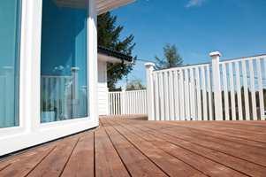 Uteromsprisen 2011: Denne terrassen går rundt hele huset, og har en fantastisk utsikt.