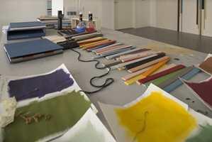 Ut og plukk farger selv i friluftslivets år og mal dem opp, eller velg fra naturpigmenter som eksemplifiserer her