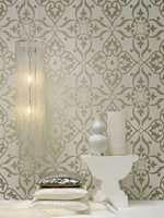 Med alle preg av dagens mote - store mønstre og ornamenter i til dels blanke og metalliske innslag. Glamour-kolleksjonen føres av Borge.