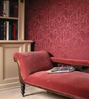 En annen variant fra Omexco/Intag - en jacquard-vevet tapet i 60% viskose og 40% polyester (Milano). Ornamenter preger også denne kolleksjonen, her i en dypere rød utgave.