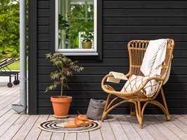 Maling dekker treverket og kan brekkes i nært sagt hvilken farge du ønsker.