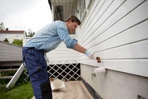 <b>PERFEKT MALEVÆR:</b> Opphold, tørt, null sol og stabil temperatur er perfekt for å male fasaden.
