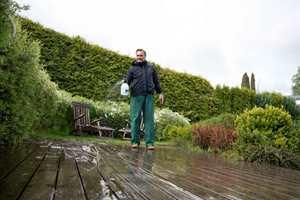 <b>VASKEVÆR:</b> Overskyet og litt regnvær er helt ideelt for å vaske både terrasse og fasade.
