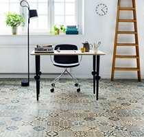 <b>MØNSTER:</b> Et vinylgulv med marokkansk flisemønster har mange farger/nyanser som kan matches med ensfargede gulv i andre materialer. (Foto: Tarkett)