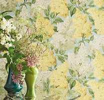 <b>SYRIN:</b> Våren er på sitt flotteste når syrinene står i full blomst. Med tapetet Lilac fra Cole & Son sin kolleksjon Botanical Botanica lever blomstene hele året. Føres av Borge.