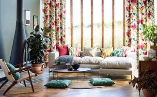 <b>VÅREN ER HER:</b> Med grønne vegger, tekstiler med klare farger, varmt tregulv og planter som liver opp, er våren hjemme. Tekstiler fra Scion, Japandi Akira, som føres av Tapethuset.