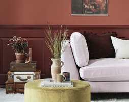 <b> RETROINSPIRERT: </b>Fargen på veggen heter «Tegel» og fargen på brystpanelet heter «Torp».