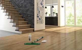 RENT TIL JUL: Med riktig rengjøring blir gulvet skinnende rent til jul.