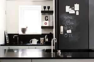 Ifølge eksperter kan det lønne seg å pusse opp kjøkkenet før man skal selge. Et strøk maling kan gjøre susen. (Foto: Nordsjö)