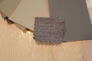 <b>TEST:</b> Ta med en pute fra sofaen eller en prøve av stoffet når du gjør du skal velge farge.