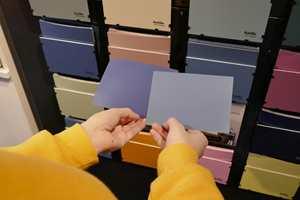 <b>SPAR TID:</b> Ikke bruk tid på å sammenligne farger foran fargebaren. Hvilken farge som er rett, ser du bare i rommet som skal males.