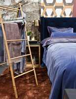 <b>SOVEROM:</b> På soverommet er det opplagt behov for teppekos. Både teppet og sengetøyet, som er designet av Halvor Bakke, fås på Bohus.