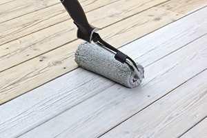 <b>TO I ETT:</b> Med låsbar rull får du utstyr for både påføring og etterstryking i ett og samme verktøy. Et lett trykk med foten låser rullen.