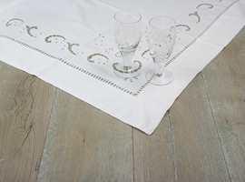 SAGA Nordic White Old Wood har et grånet og røft utseende. Gulvet er hvitpigmentert og oljet.