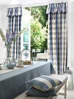 Country Linens er en ny kolleksjon i bomull/lin fra Borge som passer både på hytta og hjemme. Her har gardinen fått en ekstra effekt.