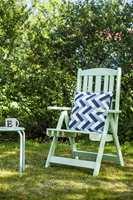 <b>SOMMERLIG: </b>Med dør- og vindusmaling står hagemønblene mot vær og vind og tåler en trøkk eller to uten at malingen får skader. (Foto: Beckers)
