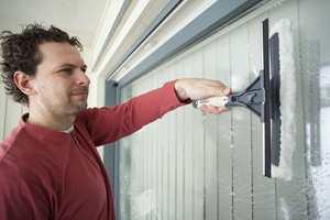 Med Jordans vindusvasker får du forvasker og nal i ett og samme verktøy. Det gjør jobben enklere.
