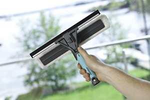 Ikke overraskende er vindusvask noe de fleste assosierer med vårrengjøringen.