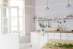 Et lyst og luftig kjøkken kan gjøre susen når man skal selge boligen. Det åpner opp rommet og lar lyset komme inn. (Foto: Nordsjö)
