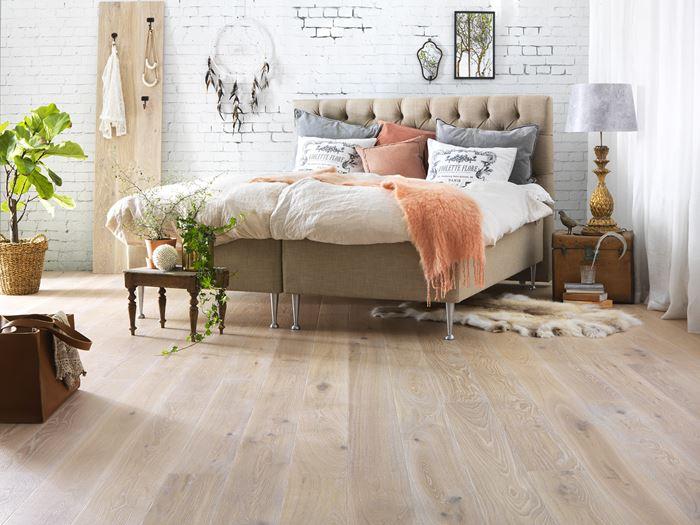 vi har lyst p lyse gulv tregulv. Black Bedroom Furniture Sets. Home Design Ideas