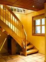 Før: trappen var en gulnet fremtoning som ruvet i rommet.