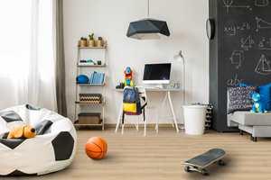 <b>TÅLER JULING:</b> Starfloor Click Ultimate er perfekt for gangen, hjemmets mest utsatte gulv. Samtidig gjør den lune og slitesterke overflaten det like godt i alle andre tørre rom i boligen – barnerom, kjøkken, stue og soverom.