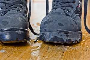 <b>SLAPS:</b> Snø og slaps som blir med inn, kan ødelegge et flott gulv. Velg derfor et gulv som tåler det.