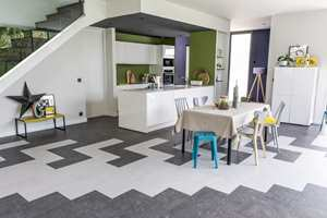 <b>SØMLØS: </b>Ulike design og format kan kombineres i en og samme gulvflate.