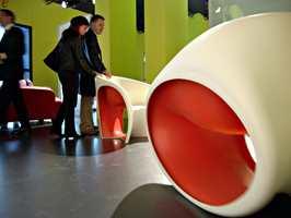 Humor: For de modige, så er den nye trenden runde møbler, gjerne med et humoristisk snitt.