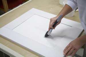 Pensler. Pensler med høy kapasitet gjør at du ikke trenger å dyppe så ofte. Malerjobben går dermed fortere. Penselens evne til å fordele malingen er også viktig. Form og bredde avhenger av hva du skal male.