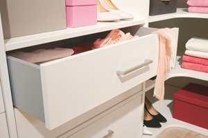 <b>HOLD ORDEN:</b> Smarte garderobeløsninger hjelper deg å holde orden i sakene.