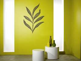 Her er det valgt en grønnfarge som harmonerer med vasene.