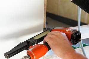 Veggplater som er klare for maling eller tapet er en enkel vei til slett vegg. Her er Walls2Paint fra Byggma.