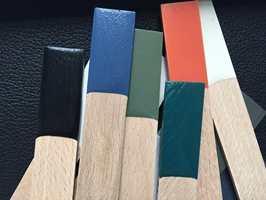 <b>FARGEPALETT: </b>De seks fargene er valgt ut ved å analysere tre- og fargeprøver som Wegner selv arbeidet med på 1960-tallet.  Fargene er brukt på møbler og finnes også som vegg- og takmaling i alle Flügger-butikker.