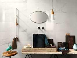 Det er pop med marmor på badet. Her fra Golvabia sin kolleksjon Sober.