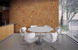 Dekwall er bygd opp av to sjikt kork, med en forseglende overflate av voks eller lakk