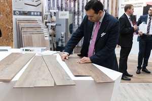 <b>PÅ PLASS:</b> Kork er lett å legge. − Klikk på plass, så vokser gulvet sammen, sier Ricardo Rego hos Wickanders.