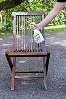 <b>SMART:</b> Dusj godt med rengjøringsmiddel på treverket.