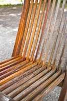 <b>FARGE:</b>Skyll med rikelig med vann. For å vise forskjellen er kun halve stolen blitt vasket.