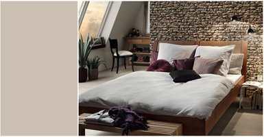 <b>MURSTEIN:</b> En mursteins-vegg kan passe i mange rom, også på soverommet. Fint når tapet tar opp fargen fra gulvet. Tapet fra Wood'n Stone fra Storeys.