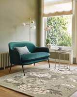 <b>SONER:</b> Du kan enkelt lage soner i stuen ved bruk av gulvtepper. Teppet er fra Tapethuset.